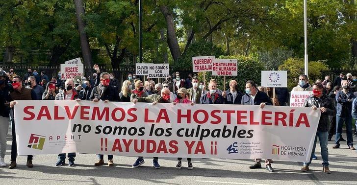 Los hosteleros piden ser 'rescatados' por las administraciones y recuerdan que sus locales son espacios seguros
