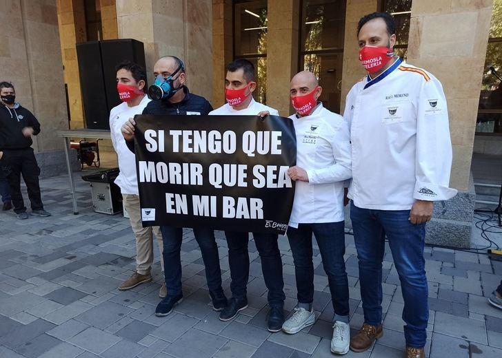 El PP de Albacete asiste a la manifestación de la hostelería y solicita ayudas urgentes para el sector