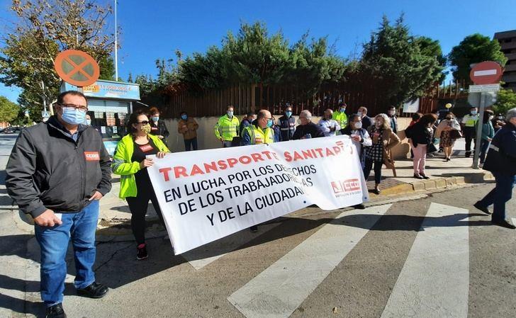 La Junta no 'aparece' y la huelga del transporte sanitario sigue perjudicando a los enfermos de Castilla-La Mancha