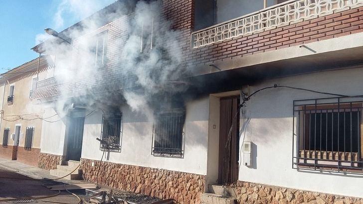 Extinguido un grave incendio en una casa de la calle Progreso de Barrax (Albacete)