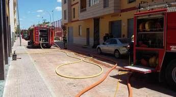 Desalojan un edificio en Caudete (Albacete) por el incendio de un coche en un garaje