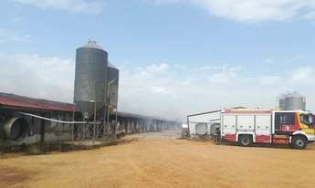 Queda calcinada una nave de pollos en Villanueva de la Jara (Cuenca) a causa de un incendio