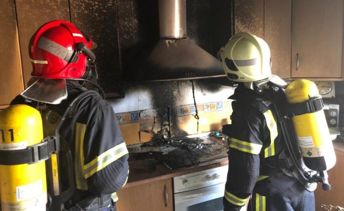 Bomberos de Hellín intervienen en la extinción de un incendio en Tobarra