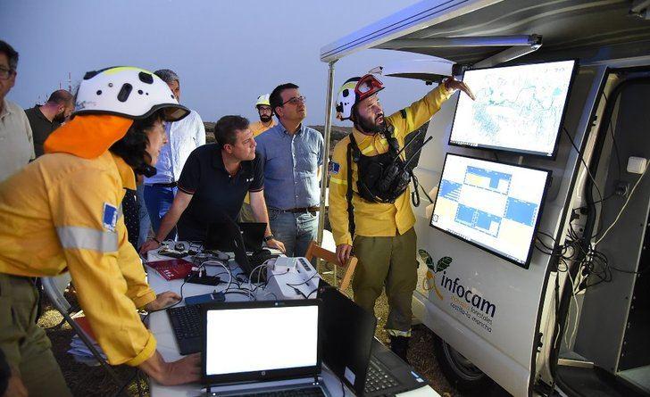 Medios aéreos y terrestres, UME y voluntarios trabajan en los fuegos de Toledo y Almorox