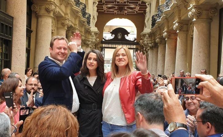 Arrimadas critica en Albacete a los diputados que 'han dado golpe de Estado y quieren un sueldecito'