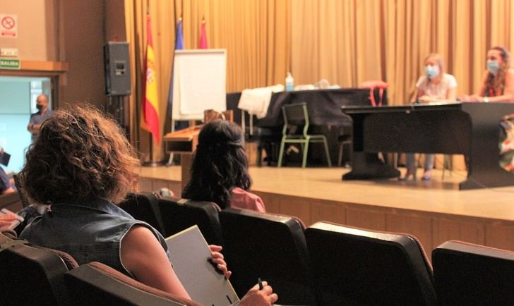 Profesionales de salud de Albacete forman en covid-19 a los centros educativos