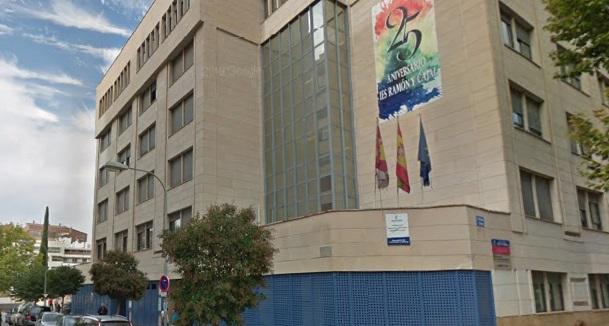 Hospitalizado un alumno de 3º de ESO en Albacete tras caer de un segundo piso del Instituto Ramón y Cajal