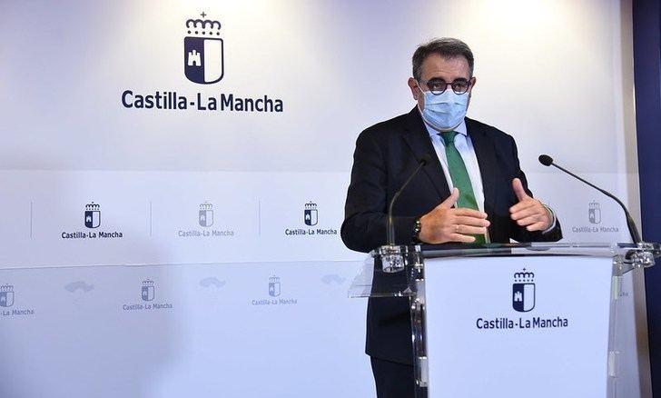 Castilla-La Mancha ve con buenos ojos reducir la cuarentena por coronavirus de 14 a 10 días para los contactos estrechos