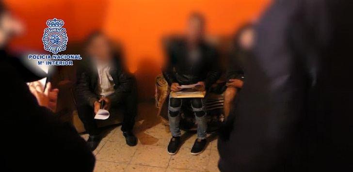 Detenidos los padres y el hermano de un joven de 16 años al que obligaban a prostituirse en Albacete