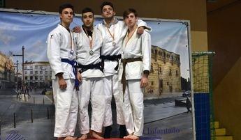 Álvaro Carrilero y José Antonio Moya, del Club de Judo La Roda, campeones regionales
