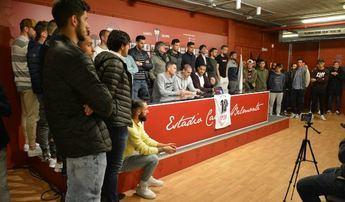Los jugadores del Alba también le mostraron el máximo apoyo a su compañero.