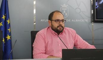 El Ayuntamiento de Albacete para la sustitución de césped natural por artificial de diversas zonas
