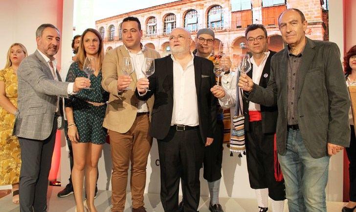 La Junta reafirma el compromiso de lograr que la Romería de la Virgen de Cortes sea declarada Fiesta de Interés Turístico Nacional