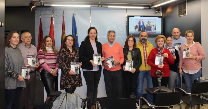 El Grupo Abuela Santa Ana publica un libro que documenta la evolución de la indumentaria tradicional de Albacete