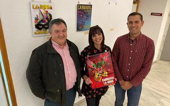 La artista local Remedios García Escribano, autora de 'Benéfica', el cartel del Carnaval 2020 de La Roda