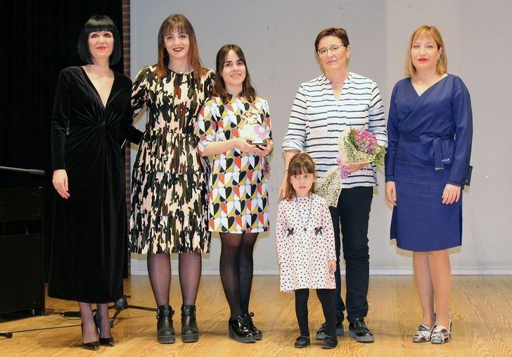 El certamen 'ELLA' de La Roda homenajeó a cinco mujeres de La Roda, en la I Semana de la Mujer