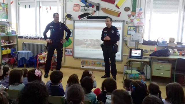 La Policía Local de La Roda participa activamente en las aulas de los escolares en las II Jornadas de Educación Vial