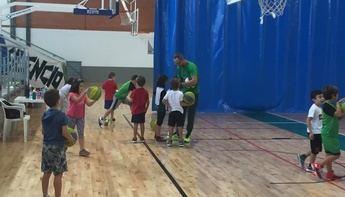'Primer Toque', el programa de deporte escolar de La Roda, comienza nueva edición con 40 peques