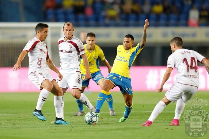 El Albacete Balompié, superado por la UD Las Palmas, maquilló el resultado en los últimos minutos (3-2)