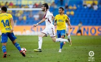 El Albacete Balompié logró el empate en el tramo final del partido y apartó a Las Palmas del liderato (1-1)