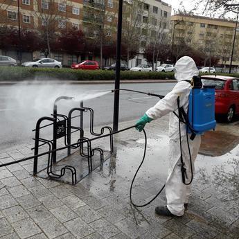El Ayuntamiento de Albacete incrementa las medidas de desinfección de calles y mobiliario urbano