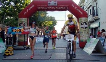 Jesús Ángel Rodríguez y María Ángeles Magán ganadores de la XI carrera popular de Mahora