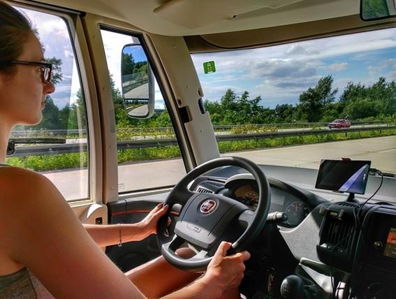 Manos libres para coche: aspectos a tener en cuenta en su compra