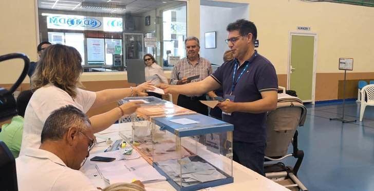 Manuel Serena (PP) no descarta gobernar y María Jesús López (AEH) vuelve a ser concejal