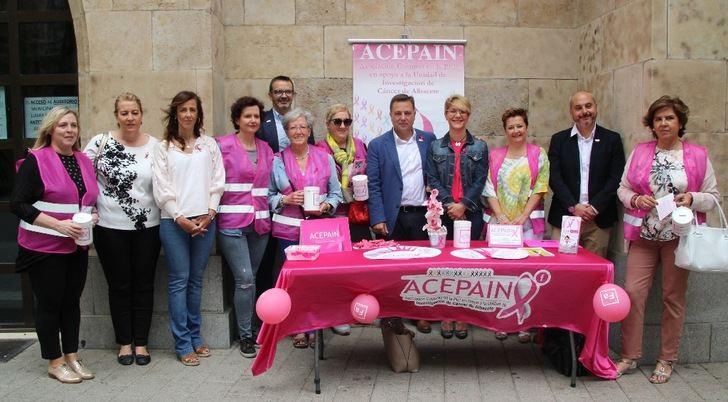 La cuestación de ACEPAIN en Albacete muestra el esfuerzo para luchar contra el cáncer