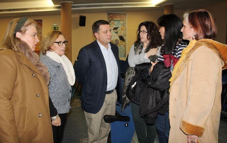 Los vecinos de Fátima y Franciscanos de Albacete reciben información de la rehabilitación de la calle Arquitecto Vandelvira