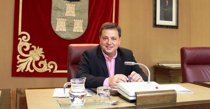 El alcalde de Albacete valora positivamente la bajada del paro en abril en la ciudad