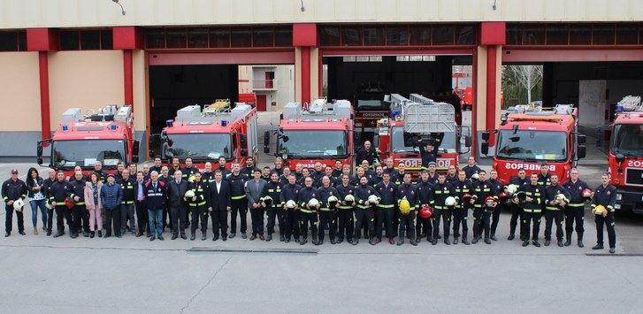 Los bomberos de Albacete festejan junto al alcalde de la ciudad a su patrón, San Juan de Dios