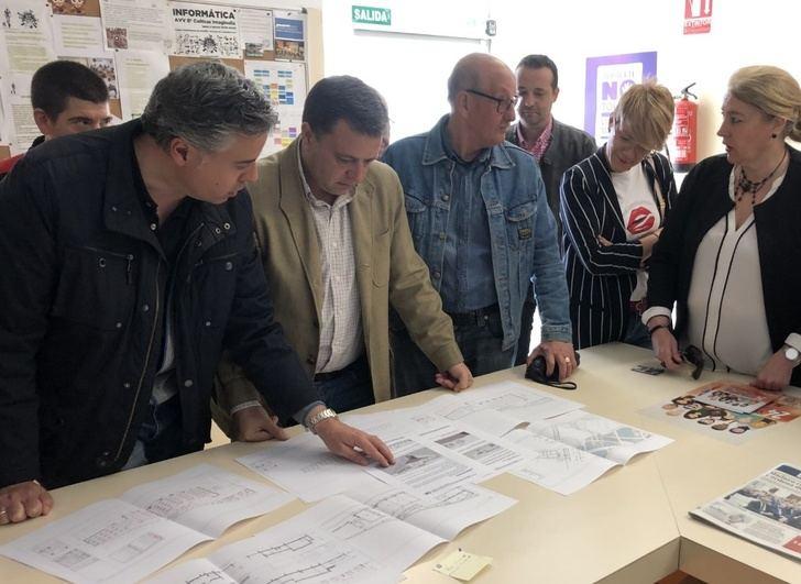 El alcalde de Albacete escucha las necesidades e inquietudes de los vecinos de los barrios Cañicas y Universidad