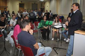 Manuel Serrano (PP) muestra su apoyo a la Junta de Cofradías y a sus bandas de música