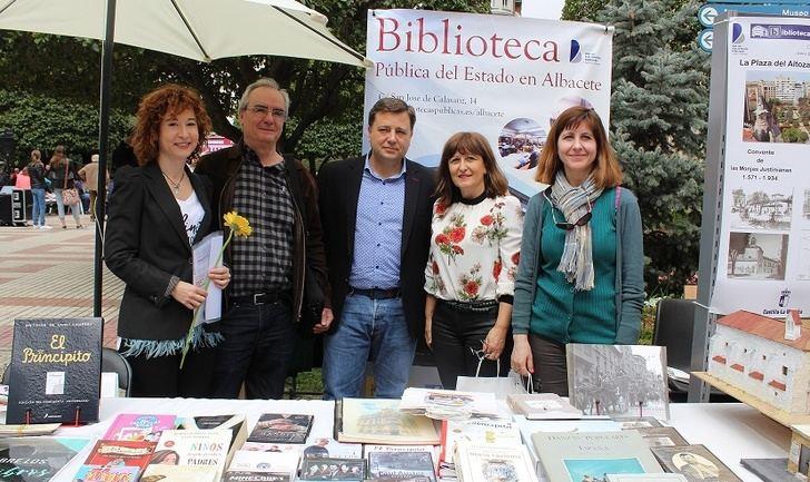 El Día del Libro se celebra en Albacete destacando el valor de las bibliotecas públicas