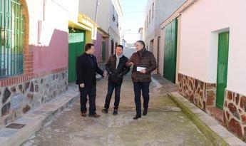 Visita del alcalde y el concejal a la pedanía de El Salobral