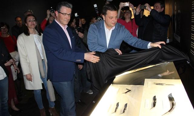 La obra del maestro cuchillero Juan Andrés Barbero se ya en el Museo de la Cuchillería de Albacete