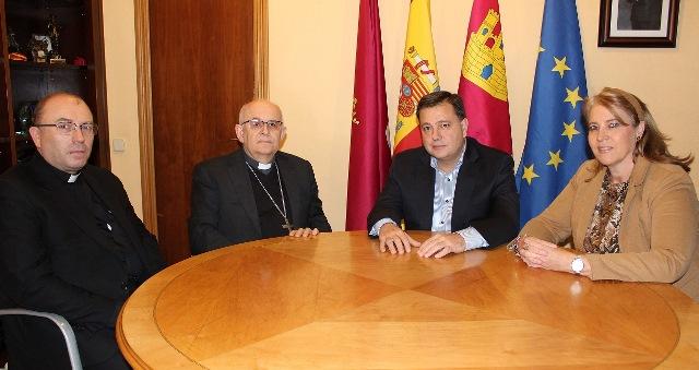 El nuevo obispo, Ángel Fernández, visita el Ayuntamiento de Albacete