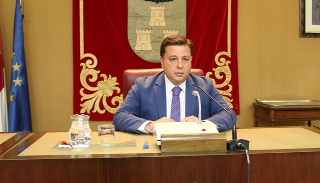 Manuel Serrano, exalcalde de Albacete, propone una larga lista de descuentos a los ciudadanos y empresas locales.