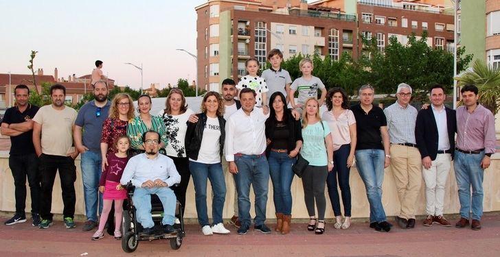 Serrano (PP Albacete) recibe las peticiones de los vecinos de Llanos del Águila y Medicina y hablan de los avances conseguidos