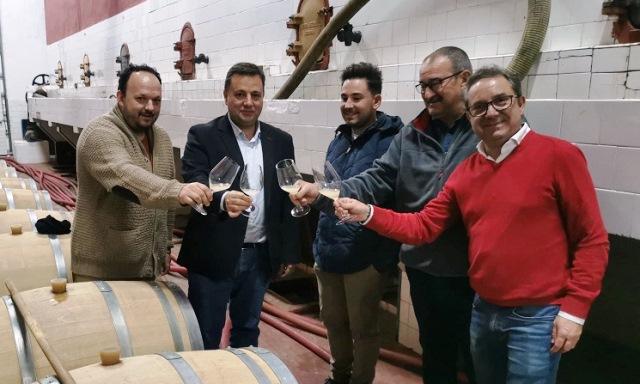 Manuel Serrano (PP de Albacete) dice que defenderá ante Estados Unidos los intereses de los productores de queso, aceite y vino