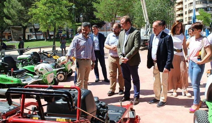 El mantenimiento de las zonas verdes de Albacete se moderniza con la idea de mejorar el servicio