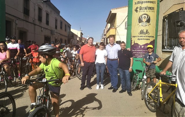 La marcha cicloturista benéfica de Los Anguijes (Albacete) llegó a su décimo tercera edición
