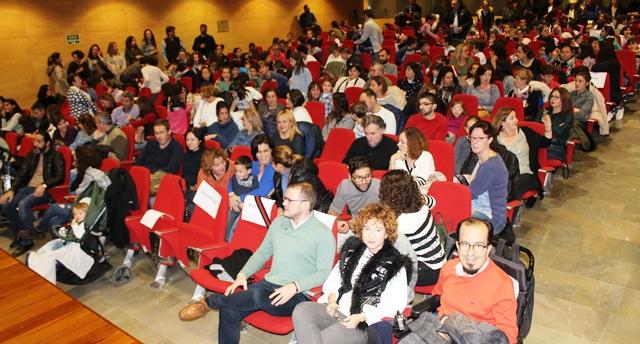 Los padres y madres de los alumnos de María Moliner de Albacete rinden también homenaje a la constitución