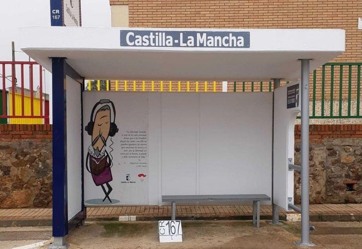 La Junta de Castilla-La Mancha renueva 950 marquesinas en distintos puntos de la región