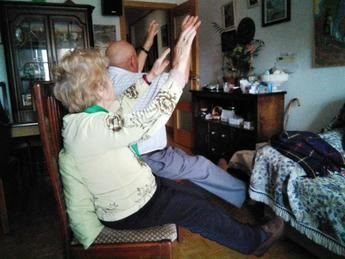 Fisioterapeutas del SESCAM elaboran tablas de ejercicio para mantener activos a los mayores