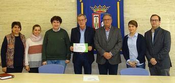 El Ayuntamiento de Munera entrega a Asprona el dinero de la recaudación del Concierto de Navidad