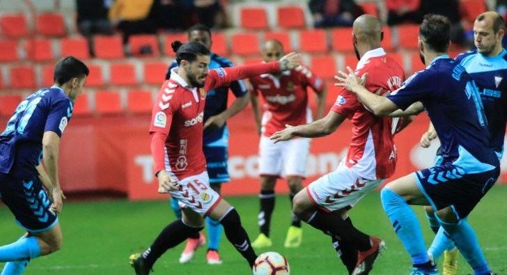 El Albacete, que no estuvo bien, perdió ante el Nástic con un gol de penalti en el descuento (1-0)