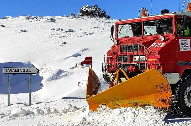 Las máquinas de la Diputación de Albacete han trabajado sin descanso en un fin de semana de mucha nieve y frío