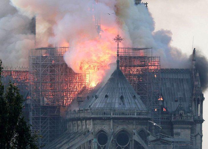 Gravísimo incendio en la catedral de Notre Dame de París, un momento con casi 900 años de historia